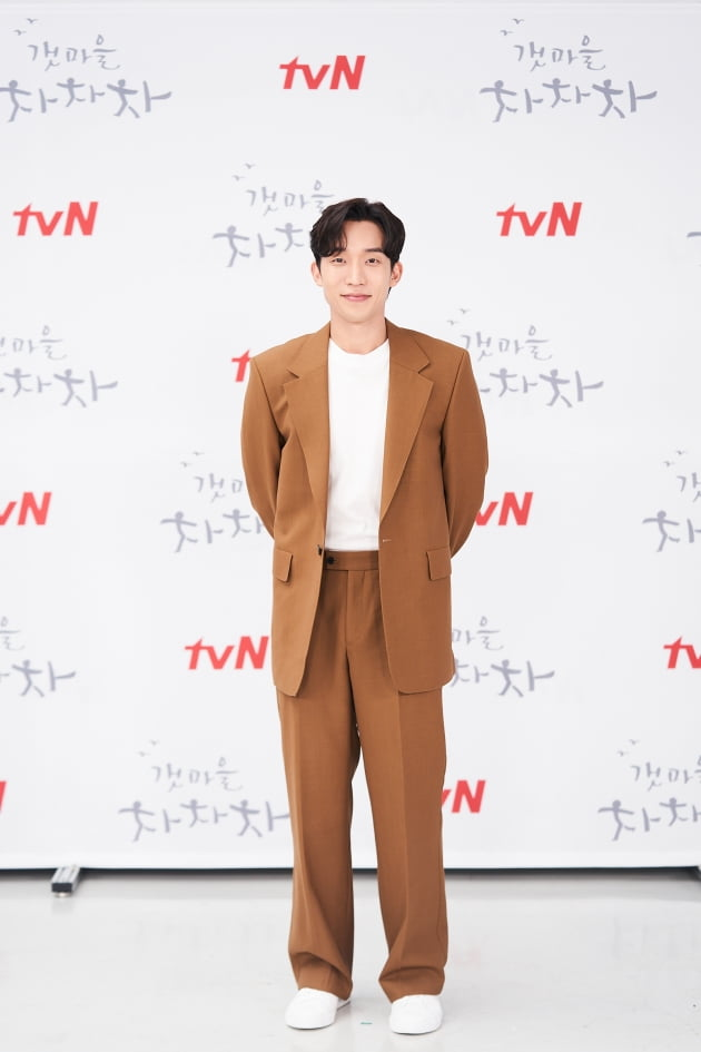 이상이는 '갯마을 차차차'에서 예능계 마이더스의 손이자 자타공인 스타 PD 지성현으로 분한다. /사진제공=tvN