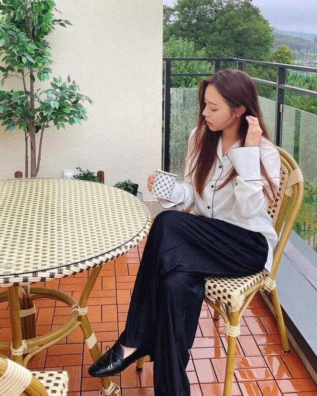 """'박성광♥' 이솔이, 김포 3층 전원주택 테라스에서 즐긴 운치 """"립스틱 안 발랐네"""" [TEN★]"""