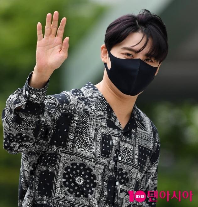 [TEN 포토] 김준수 '엔딩포즈도 너무 멋스럽게~'