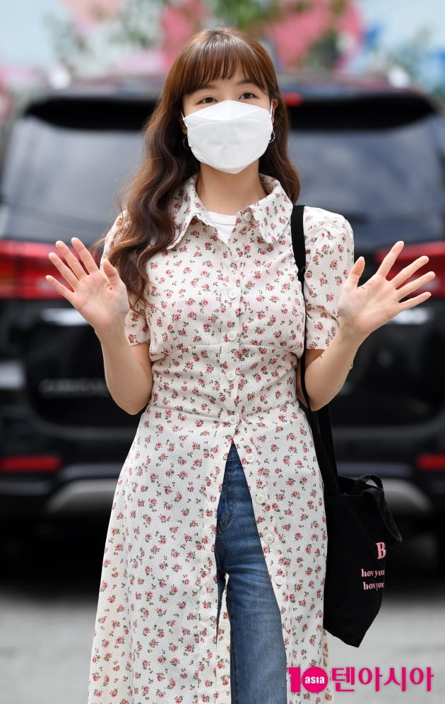 [TEN 포토] 방민아 '손 흔드는 인형'
