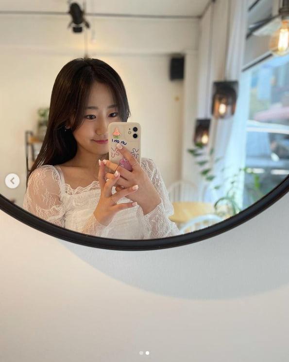 '곡성 꼬마' 김환희, 멋이 중헌디?...핸드폰으로 안가려지는 얼굴[TEN★]