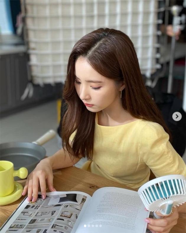 신세경, '흑미→복숭아 원피스' 반찬통 광고 촬영다운 다채로운 컬러 소화력 [TEN★]