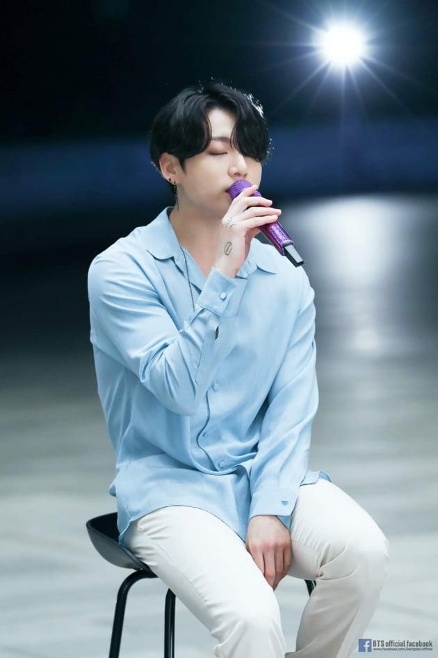 방탄소년단 정국 솔로 2곡, 샤잠 50만 韓아이돌 최초...'Still With You' 사클 톱50 차트 1위