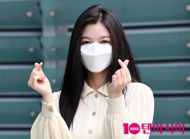 [TEN 포토] 김유정 '하트 뿌려요'