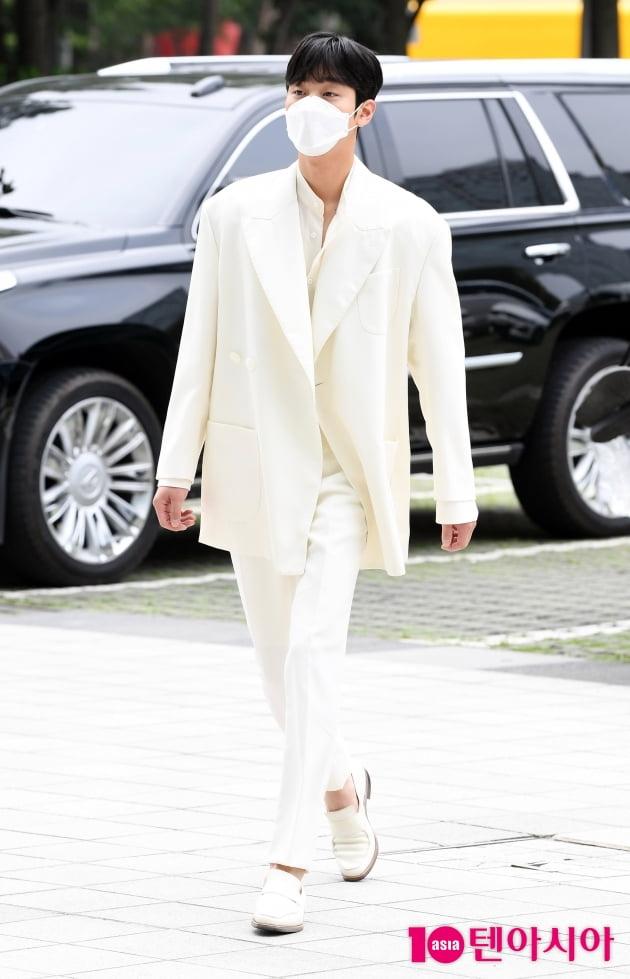 [TEN 포토] 안효섭 '화사한 순백의 美'