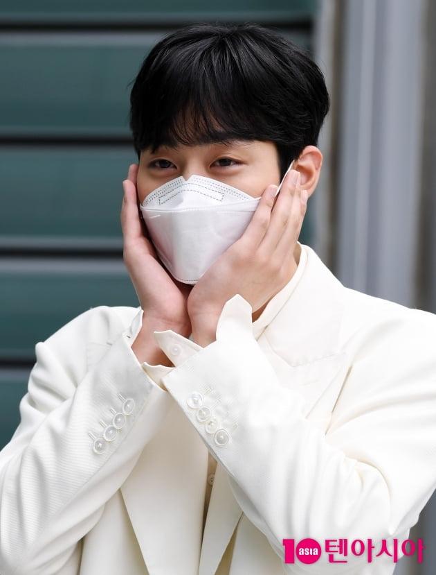 [TEN 포토] 안효섭 '어이쿠 볼하트도 해요?'