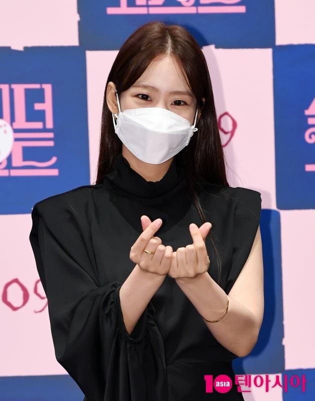 [TEN 포토] 한승연 '블랙여신 쌍하트'