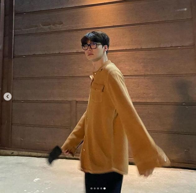 """안재현, 뿔테로 마성의 분위기남...""""어쩜 더 잘생겨지네"""" [TEN★]"""