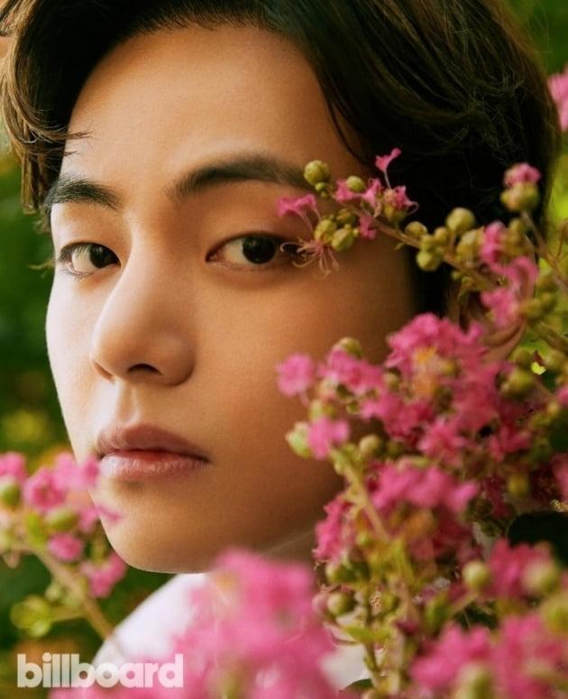 방탄소년단 뷔, 美 빌보드 9월호 커버 화보모델 발탁... 다채로운 매력 발산