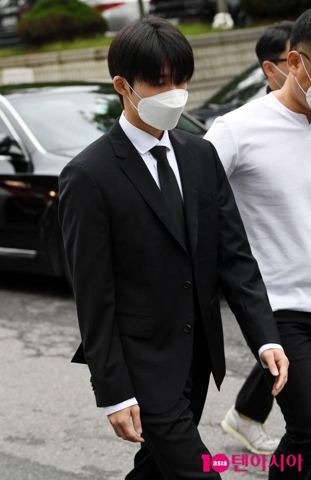 [TEN 포토] '마약 투약 협의' 비아이 '어두운 표정으로'
