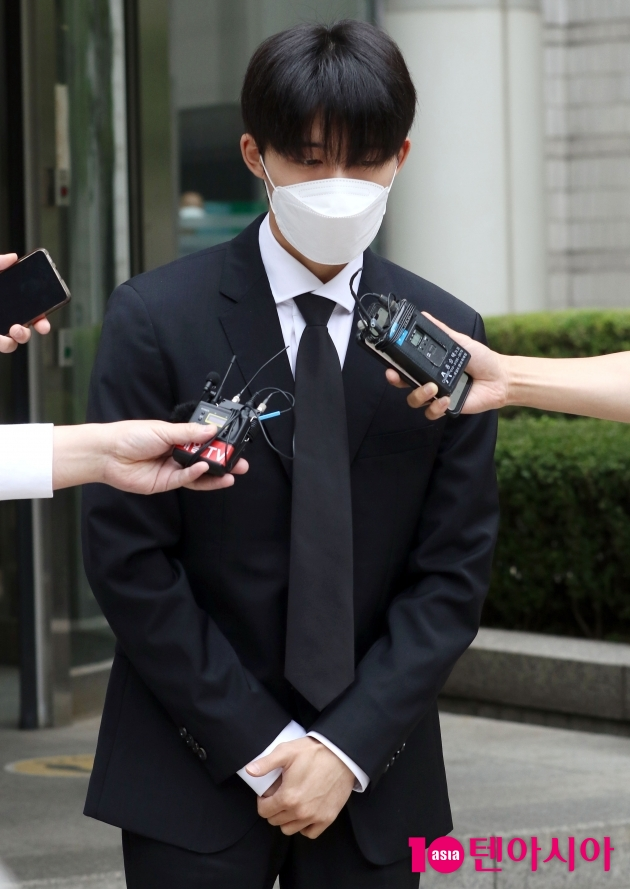 "[TEN 포토] '마약 투약 협의' 비아이 ""계속해서 반성하는 모습 보이겠다"""