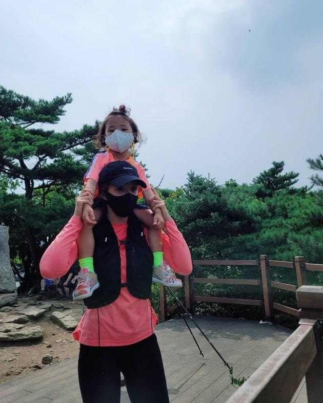 """이시영, 아들+가방 18kg 메고 528m 청계산 매봉 등반…다음은 """"북한산"""" [TEN★]"""