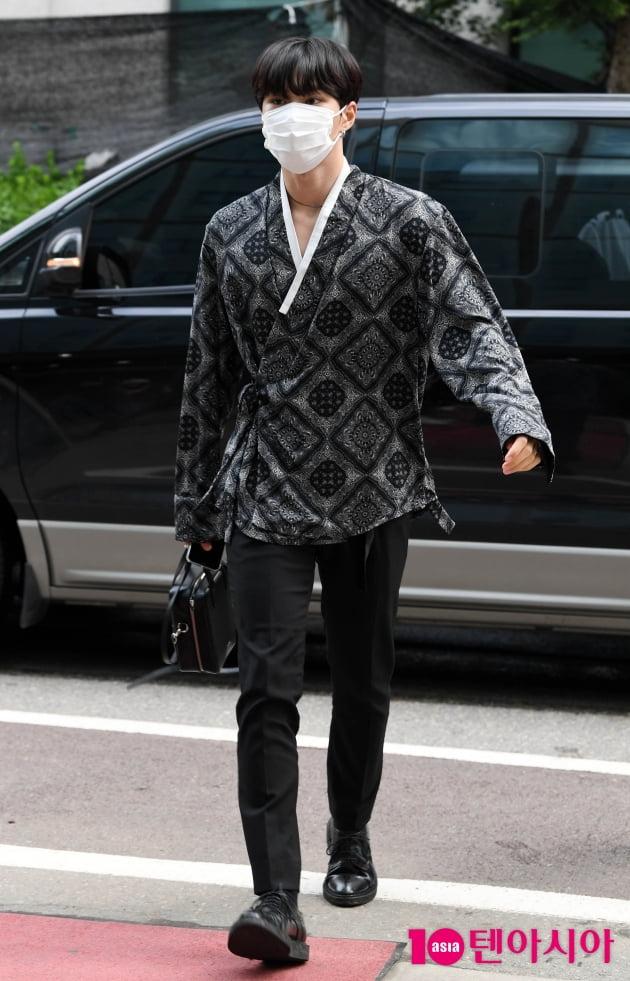 [TEN 포토] 위아이 김준서 '아침부터 잘생겼네'