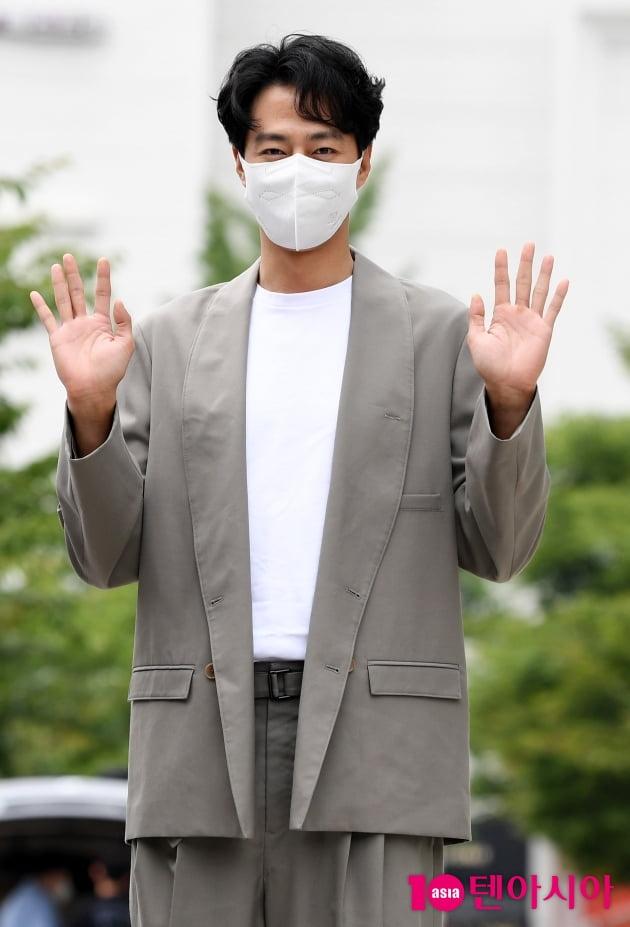 [TEN 포토] 조인성 '손바닥 보다 작은얼굴'