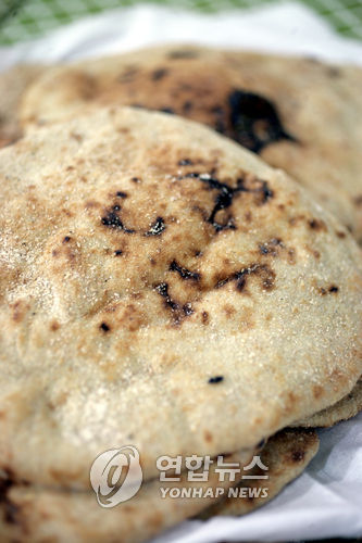 이집트 44년만에 서민의 주식 '빵' 가격 인상 추진
