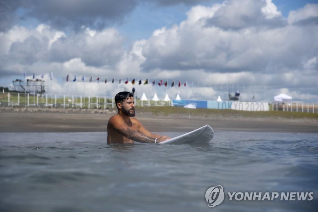 [올림픽] 허들에 걸려 넘어지고, 배 뒤집히고…도쿄올림픽 황당 장면들