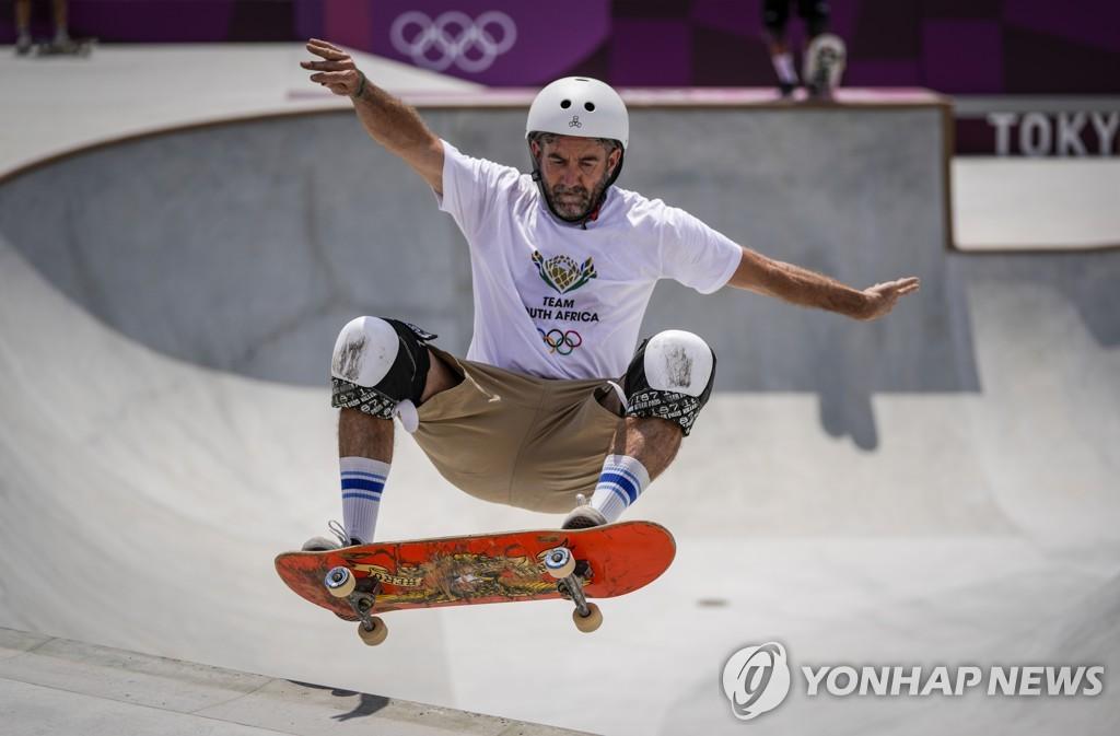[올림픽] '백투더퓨처 세대' 46살 스케이트보더의 도전
