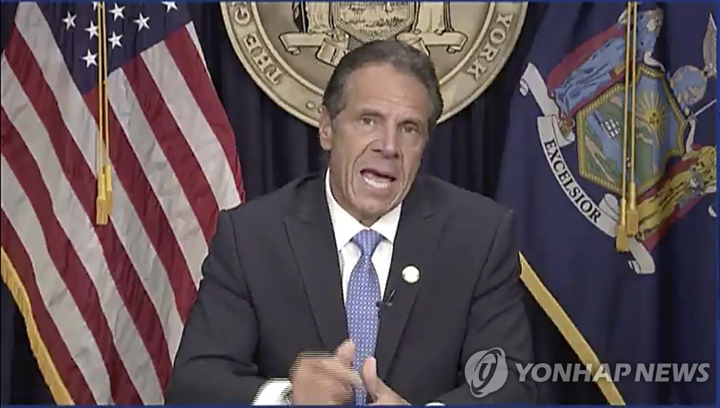 """'성추행 스캔들' 쿠오모 뉴욕주지사 사퇴…""""정략적 공격"""" 반발(종합2보)"""