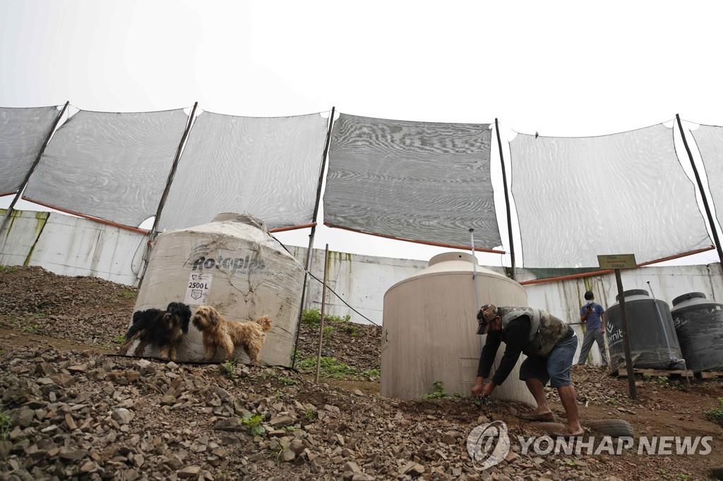 페루 빈부격차 상징 '수치의 벽', 빈민 식수원으로 활용돼