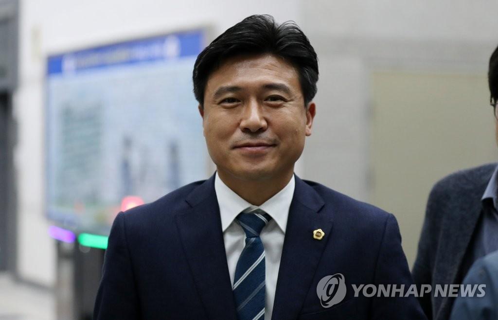 '대전시티즌 선수선발 비리' 고종수 2심도 징역형 집유