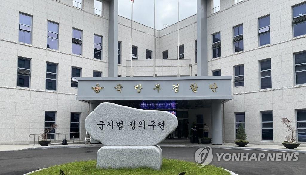 """공군 공보장교측, '李중사 사건' 군검사 고소…""""강압수사"""""""