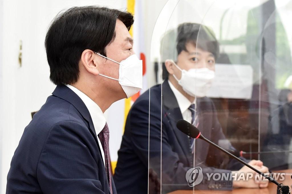 """합당 신경전 점입가경…국힘 """"安 응답하라"""" 국당 """"겁박하나"""""""