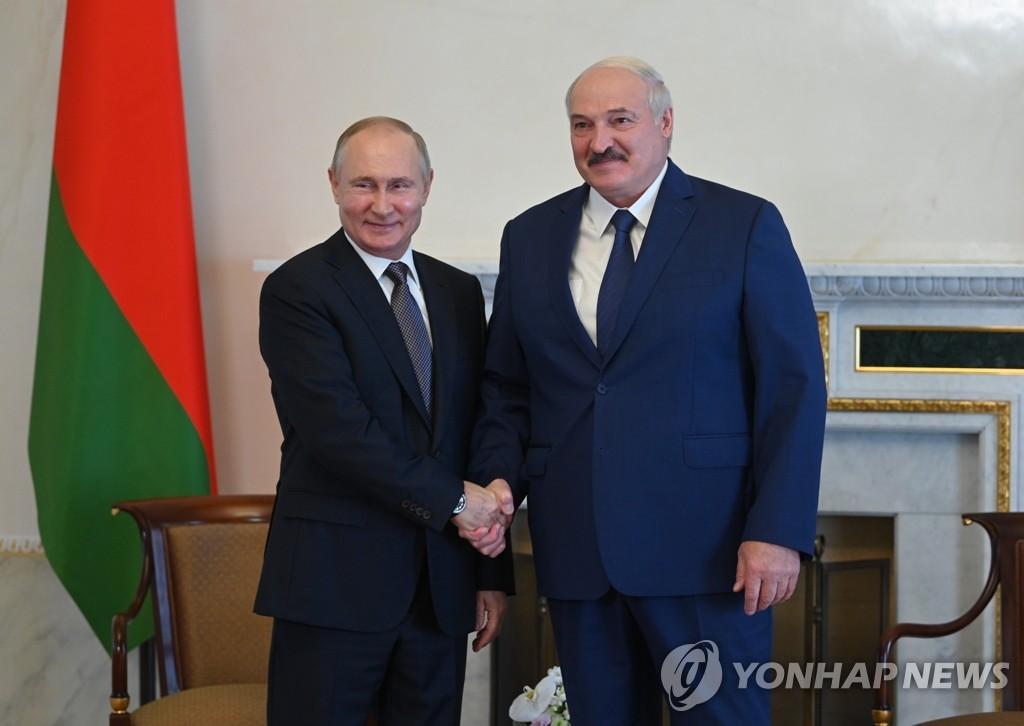 6연임 1년 벨라루스 대통령, 철권통치 강화…제2 푸틴 되나