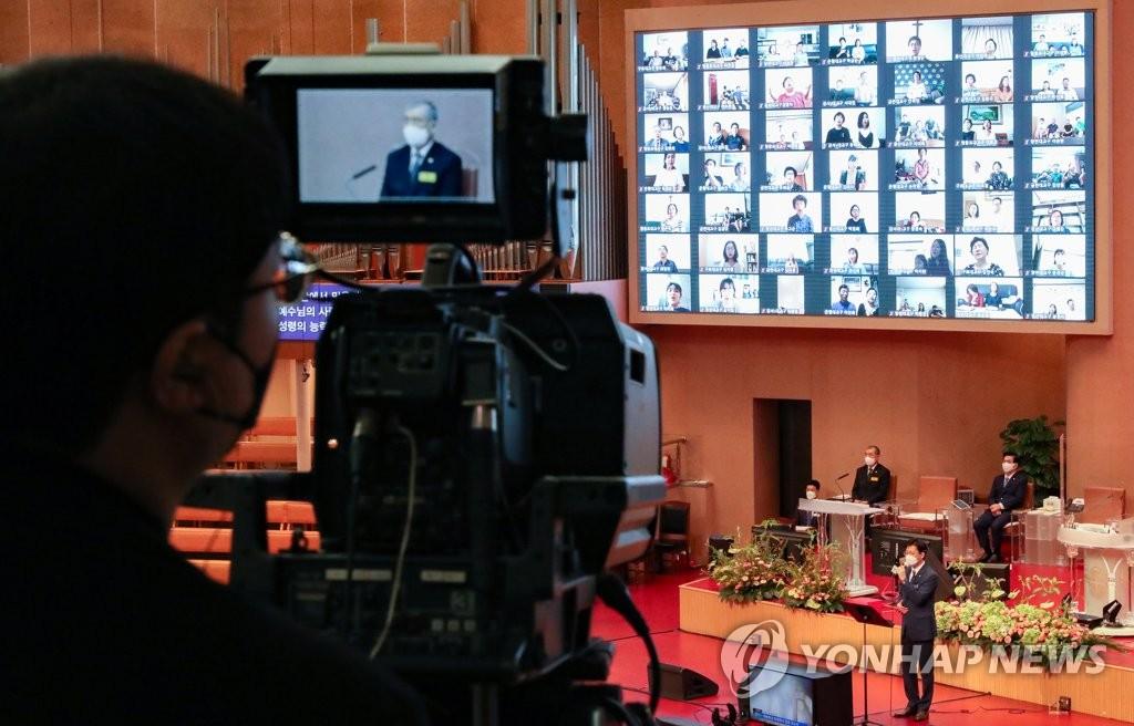 법원, 대면 예배 '최대 19명 허용' 재확인