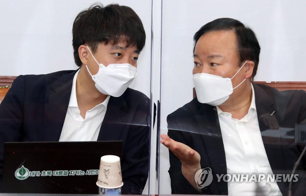 """이준석 """"돌고래도 토론회 오라""""…김재원 """"왜 그러나""""(종합)"""