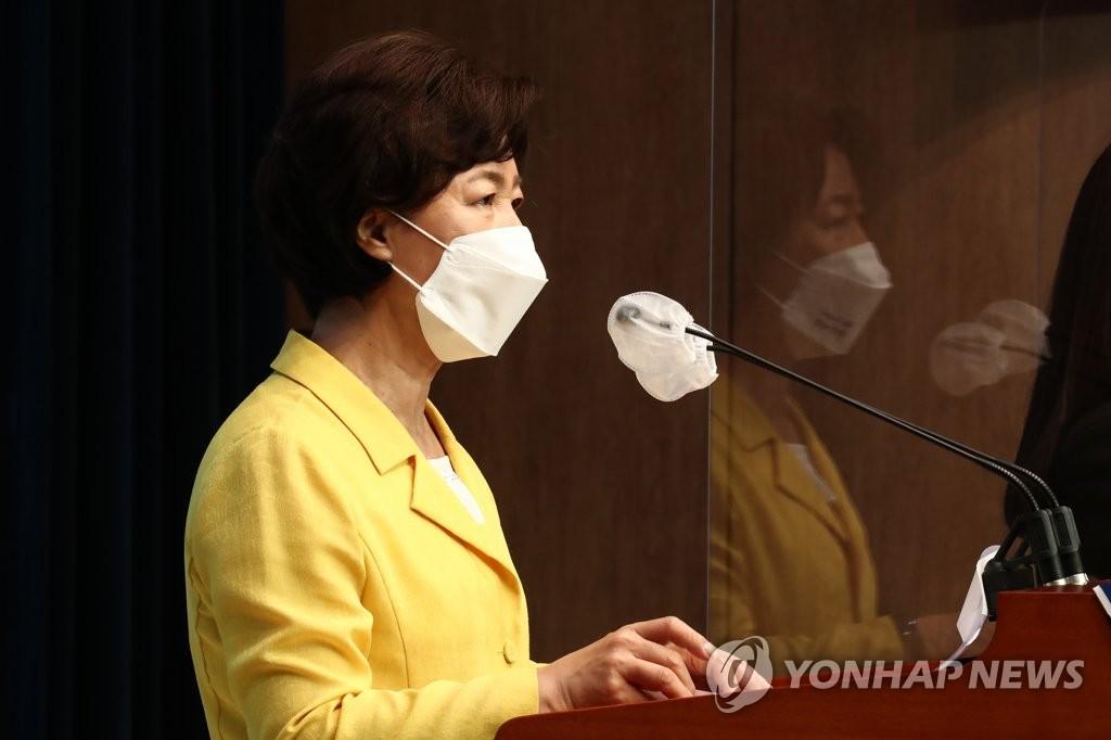 """추미애, 尹 겨냥 """"국힘 후보들 못 자라게 누르는 독버섯"""""""
