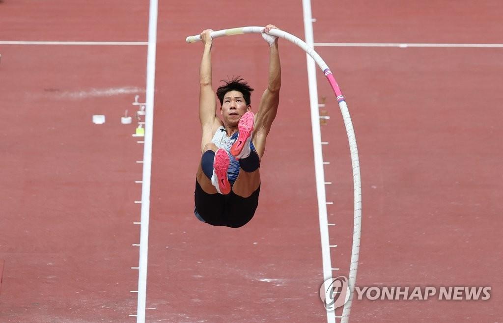 [올림픽] '육상 새 역사' 우상혁과 함께 뛴 김도균 코치·장대 진민섭