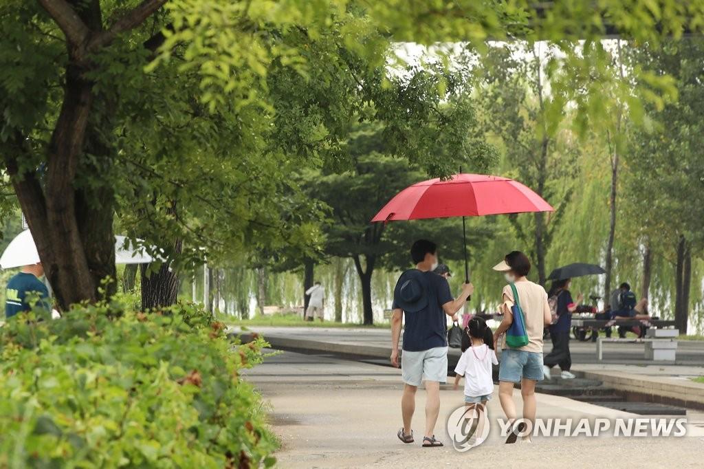[날씨] 전국 대체로 흐리고 비…국지성 호우 주의