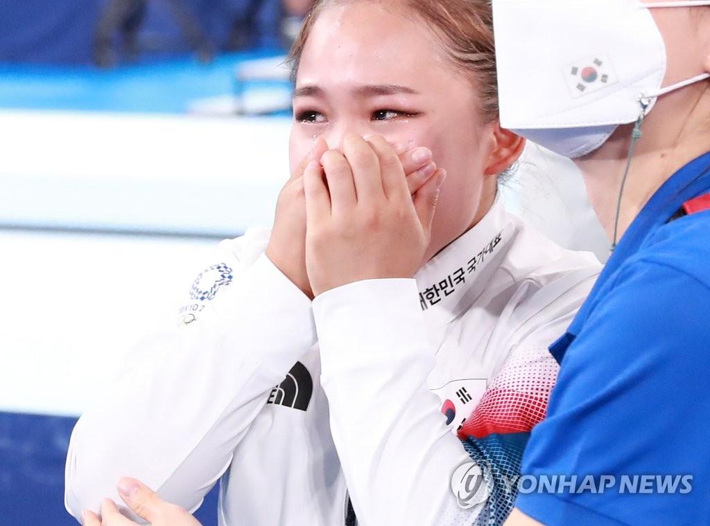 """[올림픽] 딸 동메달에 아빠 여홍철, 미소 보내며 """"잘했다!"""""""