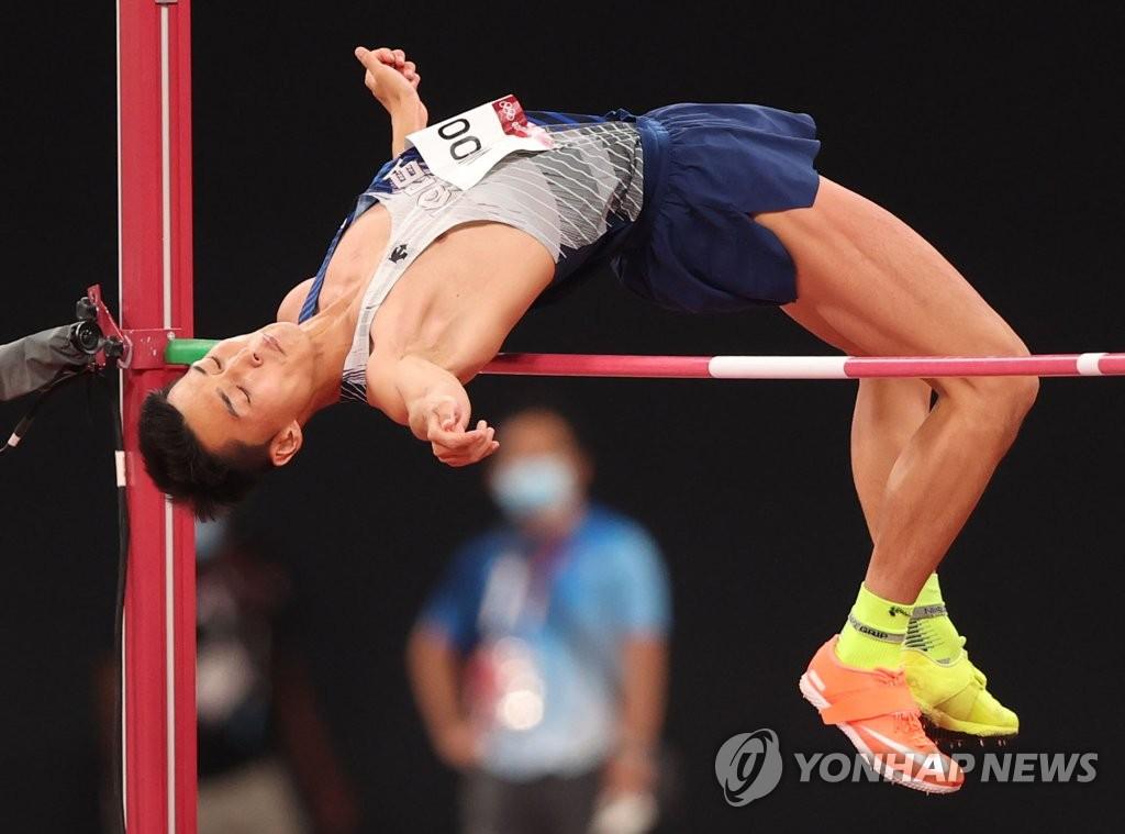 """[올림픽] 높이뛰기 4위 우상혁이 모든 4등에게 """"쿨하게, 후회없이 삽시다"""""""