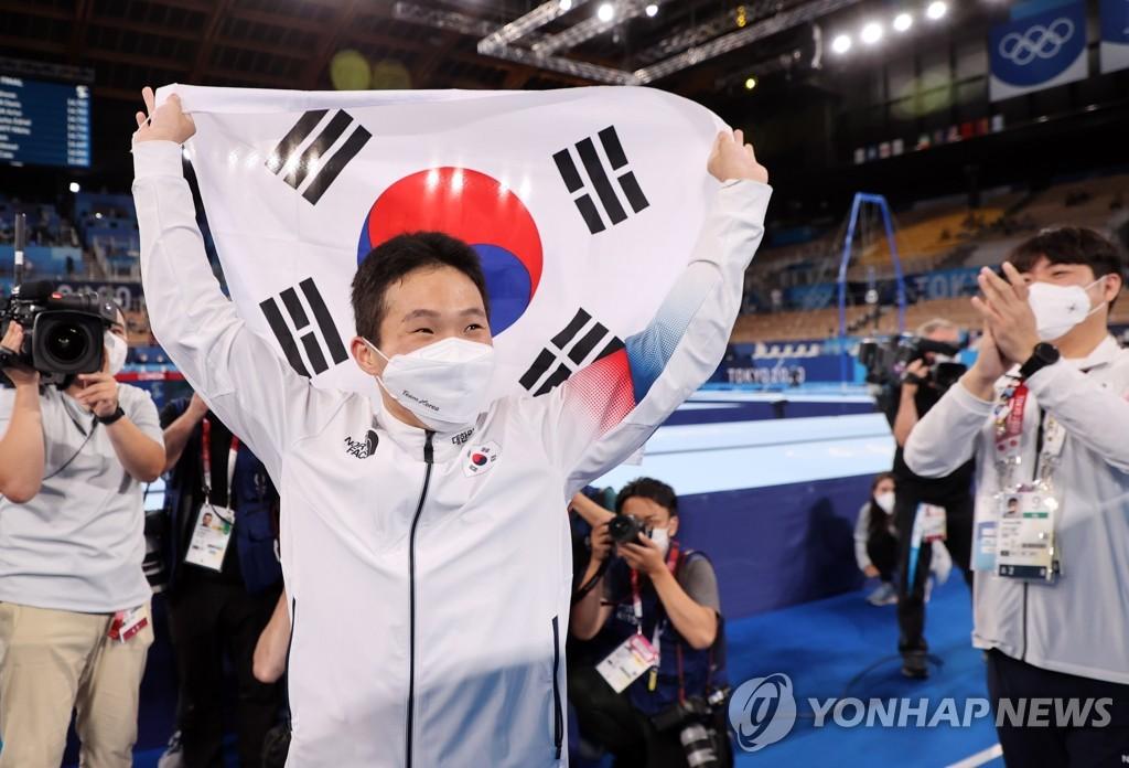 -올림픽- 신재환, 체조 도마 금메달 쾌거…배드민턴 여자 복식은 銅 획득