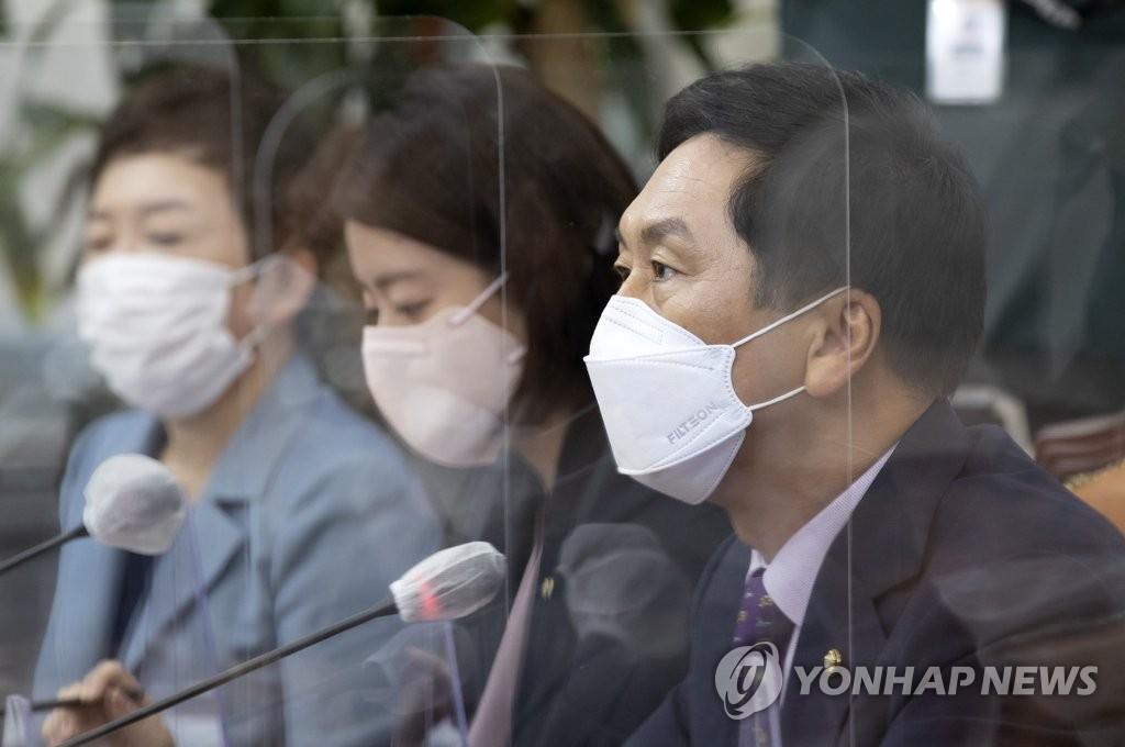 """野 """"北만 엮이면 이성잃는 정권"""" 한미훈련 연기론 맹공"""