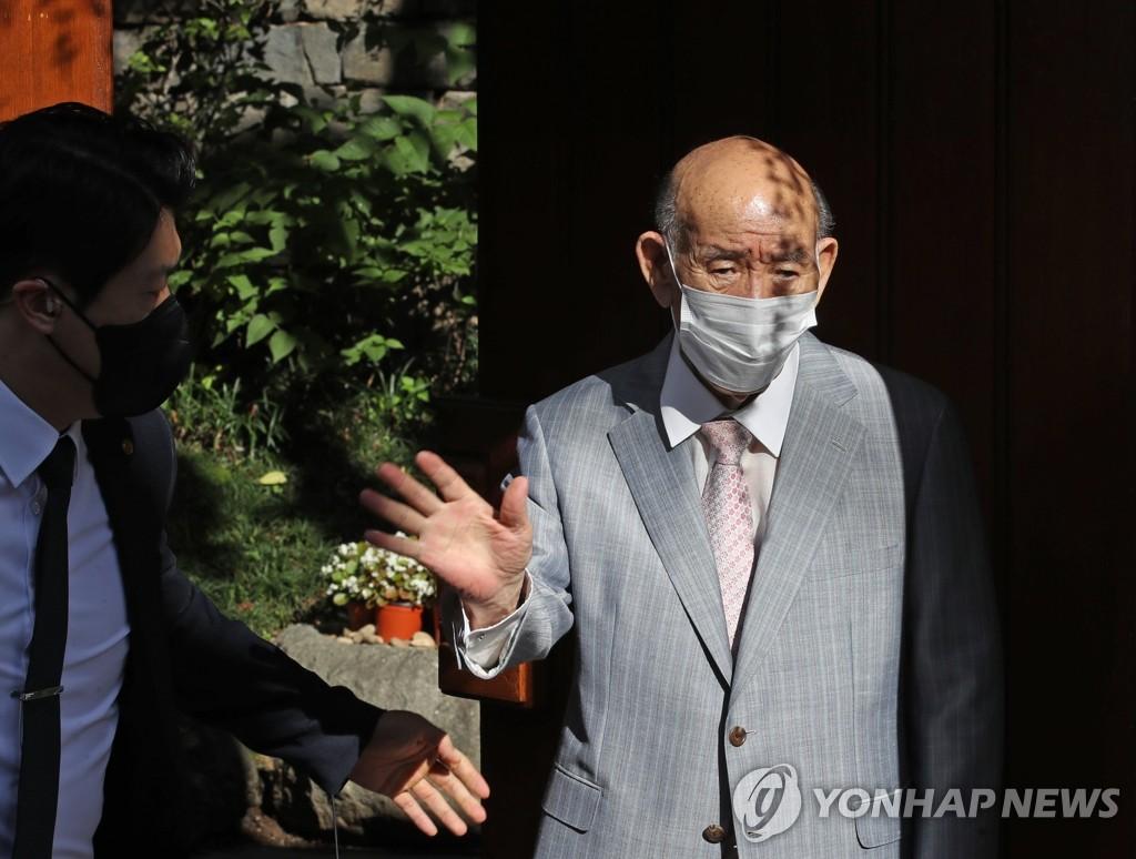 '사자명예훼손' 전두환 광주로 출발…이순자 동행(종합2보)