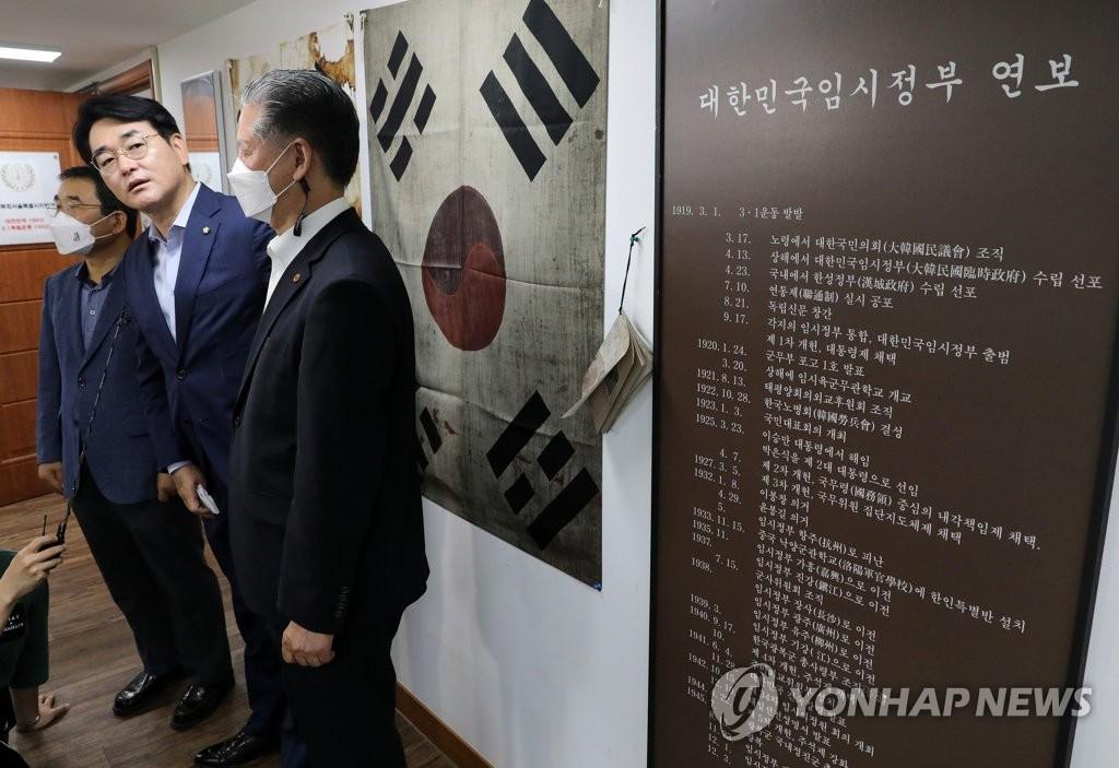 '재난지원금·황교익'…휴일 달군 명낙 공방(종합)
