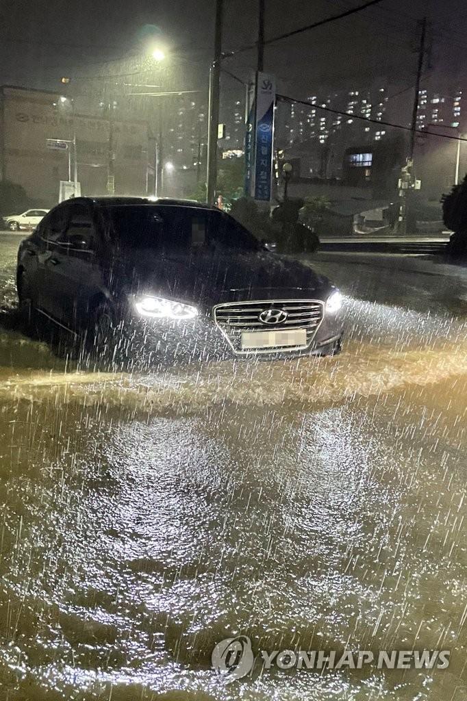 태풍 오마이스 동해상 빠져나가…남부 곳곳 침수·이재민 발생