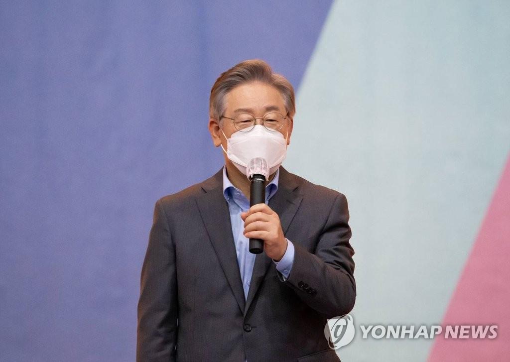 """'무료변론' 논란 확산…""""허위 의혹"""" vs """"당 리스크""""(종합)"""