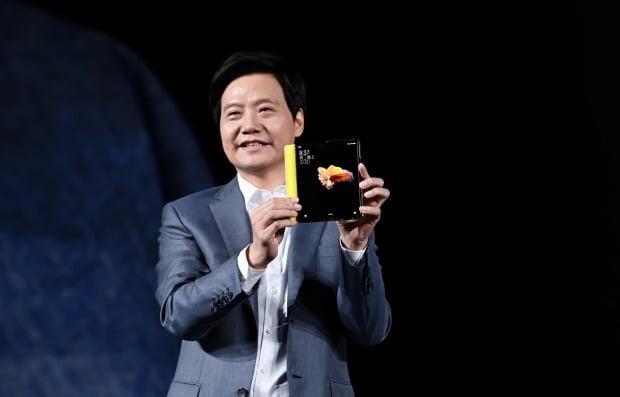 샤오미 첫 폴더블 스마트폰 '미 믹스 폴드'. 사진=EPA
