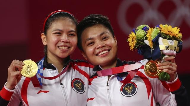 도쿄올림픽 여자 배드민턴 복식에서 금메달을 가져간 그레이시아 폴리, 아프리야니 라하유. / 사진=REUTERS