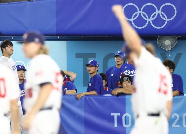 지난 5일 일본 요코하마 스타디움에서 열린 도쿄올림픽 야구 패자 준결승 한국과 미국의 경기. 2-7로 패해 결승 진출이 좌절된 대표팀이 아쉬워하고 있다. / 사진=연합뉴스
