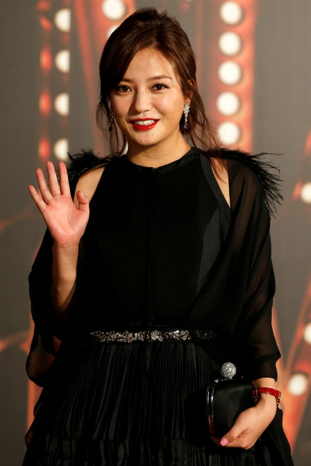 배우 자오웨이(조미)가 최근 중국 온라인 상에서 사라졌다. 자오웨이가 2017년 홍콩영화제에 참석했을 때 모습.  사진=REUTERS