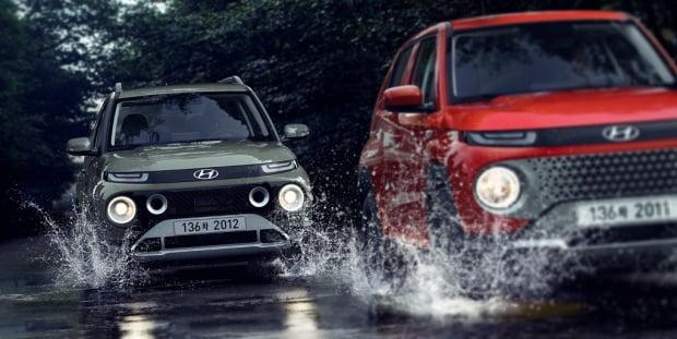 현대차가 공개한 경형 SUV 캐스퍼의 기본 모델(왼쪽)과 액티브 모델. 사진=현대차