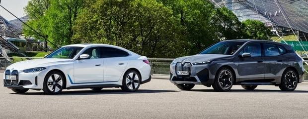 BMW 전기차 i4(왼쪽)와 수소전기차 iX. 사진=BMW그룹