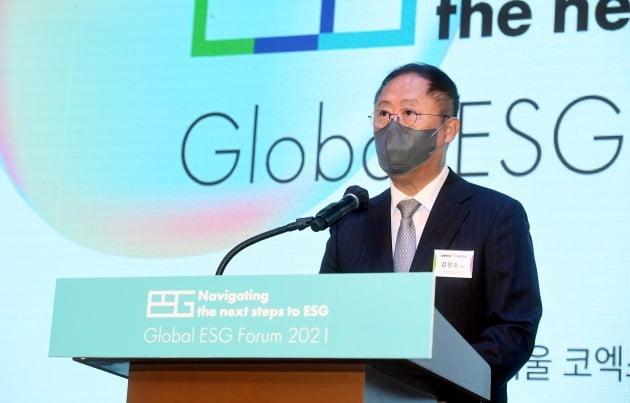 2021 글로벌 ESG 포럼에서 김정호 한국경제신문 사장이 축사를 하고 있다. /허문찬 기자