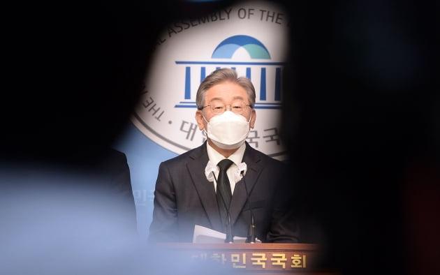 [단독] 청와대, 이재명 대장동 의혹 청원글 '비공개'