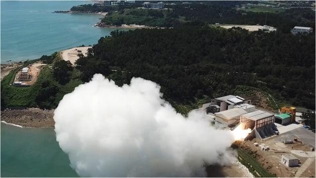 국방부는 지난 15일 국방과학연구소(ADD)에서 지난 7월 29일 우주발사체용 고체 추진기관 연소 시험에 성공했다고 밝혔다./ 국방부 제공