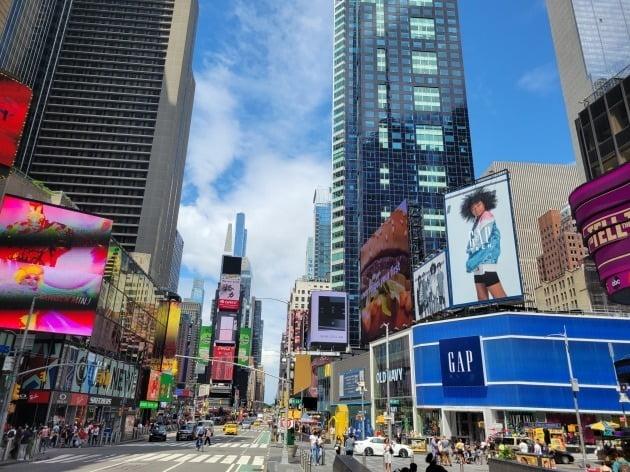 미국 뉴욕증시의 하락을 경고하는 목소리가 많이 나온다. 사진은 뉴욕 맨해튼의 타임스퀘어 인근 모습. 뉴욕=조재길 특파원